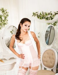 Gorgeous brunette housewife..